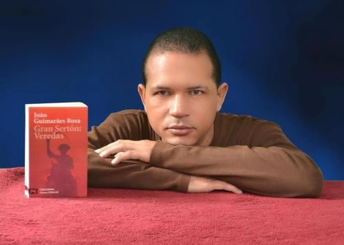 Escritor Carlos Reyes