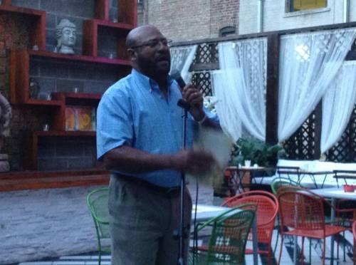 "Dr. Joel Almonó en Restaurante Budista ""Negro Claro"" de Washington Heights."