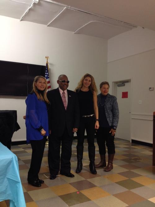 Los tres finalistas del concurso: Frank Adolfo,  la Dr. Mariluz Galván y Karina Rieke junto a la directora del XII Encuentro Latinoamericano de Cultura, la gestora cultural y escritora Gladys M. Montolío.